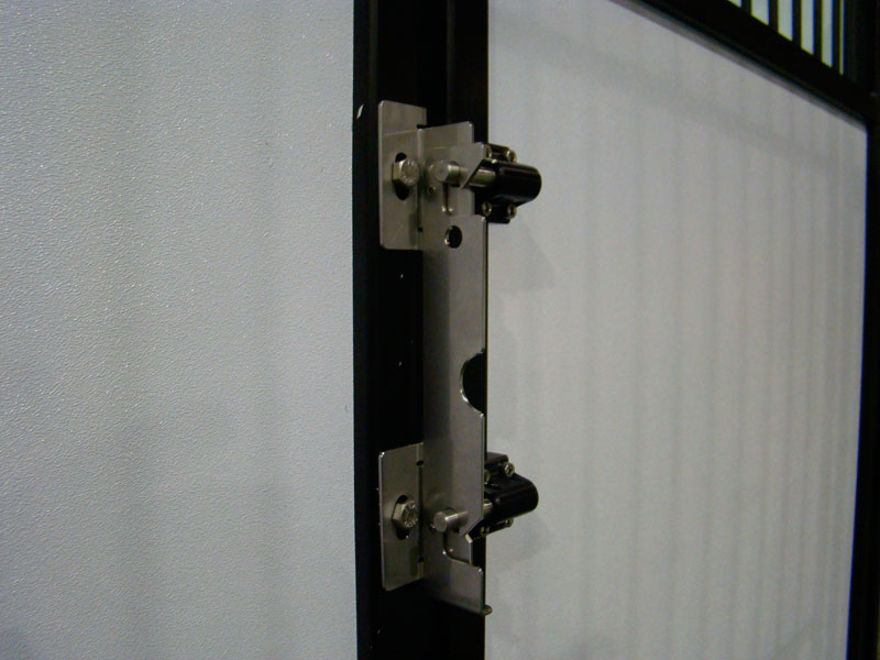 Swinging Gate Latch : Swinging kennel gates by stone mountain pet products